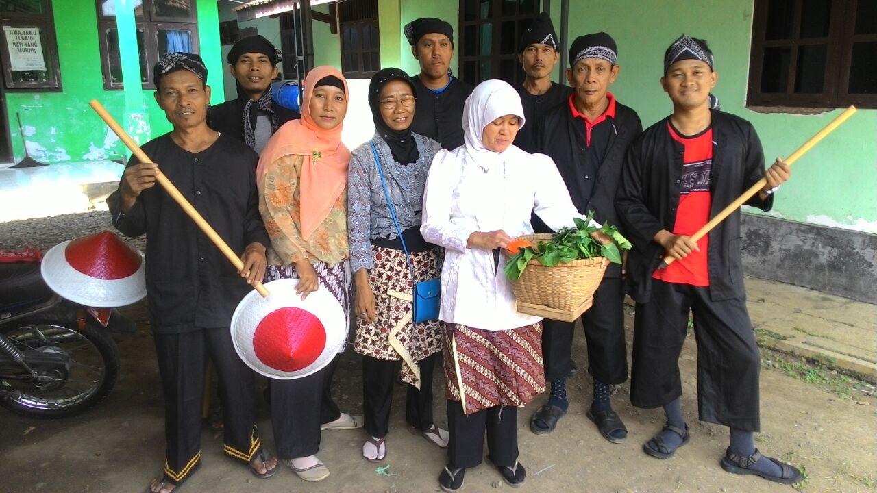 Persiapan Pengiriman Tim Karnaval Perangkat Desa Sumilir (Ujungan)